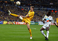 FOOTBALL - LEAGUE 2003/04 - FINAL - 17/04/2004 - FC NANTES v FC SOCHAUX - GREGORY PUJOL (NAN) / WILSON ORUMA (SOC) - PHOTO JEAN MARIE HERVIO / FLASH PRESS<br />  *** Local Caption *** 40001118
