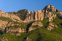 Cliff of Beiyue Hengshan, Hunyuan County, Shanxi China. 北岳恒山,浑源县,中国山西。