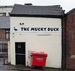 © Licensed to London News Pictures . 26/03/2015 . Rochdale , UK . Police cordon at the rear of the Mucky Duck pub on Drake Street , Rochdale , this morning ( Thursday 26th March ) as overnight a man has died following a fight that spilled out from the pub . Police arrested two men at the scene . Photo credit : Joel Goodman/LNP