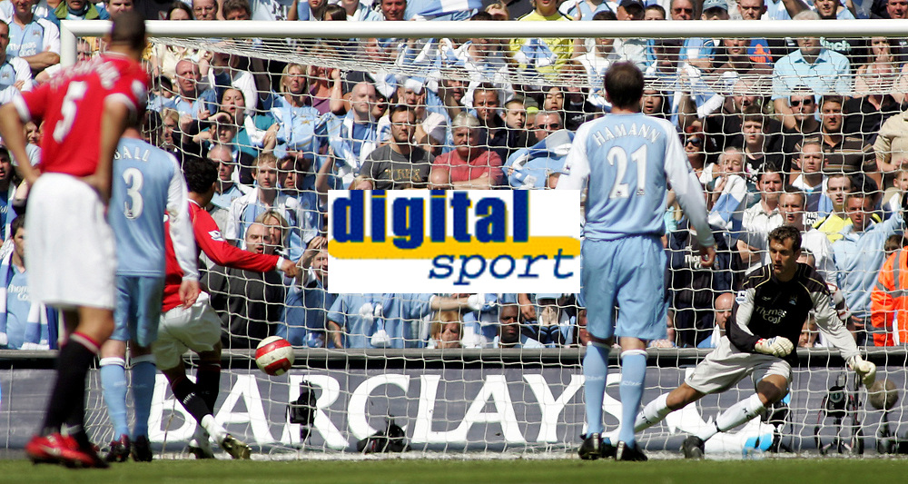 Photo: Paul Thomas.<br /> Manchester City v Manchester United. The Barclays Premiership. 05/05/2007.<br /> <br /> Cristiano Ronaldo (3rd Left) scores his penalty past a diving (Right) City keeper Andreas Isaksson.