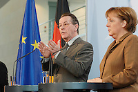 10 JAN 2007, BERLIN/GERMANY:<br /> Franz Muentefering (L), SPD, Bundesarbeitsminister, und Angela Merkel (R), CDU, Bundeskanzlerin, waehrend einer Pressekonferenz zu den Ergebnissen der vorangegangenen Kabinettsitzung, Bundeskanzleramt<br /> IMAGE: 20070110-01-012<br /> KEYWORDS: Franz Müntefering