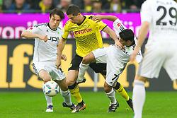 05.11.2011, Signal Iduna Park, Dortmund, GER, 1. FBL, Borussia Dortmund vs. VfL Wolfsburg, im Bild Zweikampf Christian Träsch / Traesch (Wolfsburg #15) - Robert Lewandowski (#9 Dortmund) - Josue (Wolfsburg #7) // during Borussia Dortmund vs. VfL Wolfsburg at Signal Iduna Park, Dortmund, GER, 2011-11-05. EXPA Pictures © 2011, PhotoCredit: EXPA/ nph/  Kurth       ****** out of GER / CRO  / BEL ******
