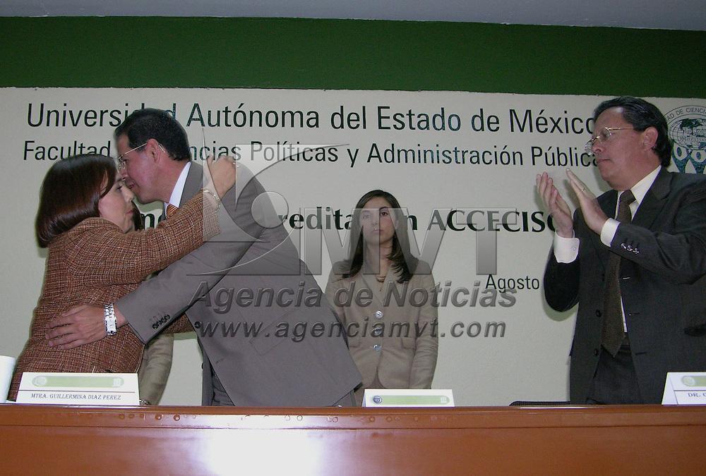 Toluca, Mex.- Jose Martinez Vilchis, Rector de la Universidad Autonoma del Estado de Mexico (UAEM), durante la ceremonia de recepcion del dictamen de acreditacion de los programas de las licenciaturas de la Facultad de Ciencias Politicas y Administracion Publica. Agencia MVT / Ginarely Valencia A. (DIGITAL)<br /> <br /> <br /> <br /> NO ARCHIVAR - NO ARCHIVE
