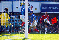 Fotball<br /> Premier League England 2004/2005<br /> Foto: BPI/Digitalsport<br /> NORWAY ONLY<br /> <br /> 30.10.2004<br /> Portsmouth v Manchester United<br /> <br /> Christiano Ronaldo fires in a shot