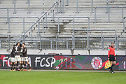 Fussball: 2. Bundesliga, FC St. Pauli - Holstein Kiel, Hamburg, 09.01.2021<br /> Jubel von St. Pauli nach dem Treffer zum 1:0 durch Omar Marmoush<br /> © Torsten Helmke