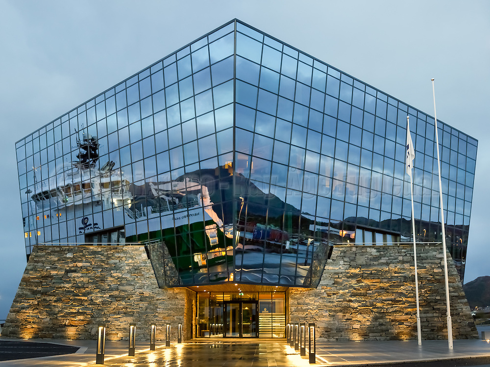 The Diamond, with reflection from Havila Venus | Diamanten til Havila, Mjølstadneset. Havila Venus spegler seg i Diamanten på Dåpsdagen sin.