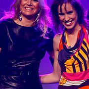 NLD/Rotterdam/20101003 - Uitreiking Edison Popprijzen 2010, Pr. Maxima met Nynke Laverman