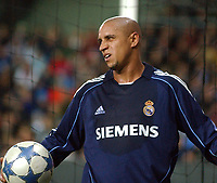 Champions League 01.11.05 - Rosenborg - Real Madrid 0-2<br /> <br /> Roberto Carlos was not all that happy with Real's performance <br /> Foto: Carl-Erik Erikson, Digitalsport