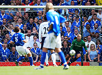 David Dunn scores the 1st Premiership goal of the season, a penalty for Birmingham against Tottenham. Birmingham City v Tottenham Hotspur, FA Premiership, 16/08/2003. Credit: Colorsport / Matthew Impey DIGITAL FILE ONLY