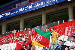 Torcedores colorados no Mohammed Bin Zayed Stadium no reconhecimento de campo, um dia antes da semir-final. O Internacional participa de 8 a 18 de dezembro do Mundial de Clubes da FIFA, em Abu Dhabi. FOTO: Jefferson Bernardes/Preview.com