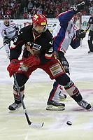 Ishockey<br /> Tyskland<br /> Foto: imago/Digitalsport<br /> NORWAY ONLY<br /> <br /> 13.04.2010<br /> DEL 2009/2010 Playoffs - Hannover Scorpions vs ERC Ingolstadt --- Tore Vikingstad ( Hannover ), links - Pat Kavanagh ( Ingolstadt ), recht