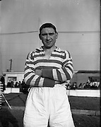 18/01/1953 <br /> 01/18/1953<br /> 18 January 1953<br /> Mick Bourke of Shamrock Rovers F.C. at Harold's Cross, Dublin