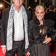 NLD/Amsterdam/20161013 - Televiziergala 2016, Bert van der Veer en partner Judith Osborn