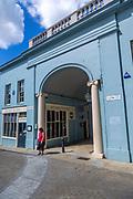 Archway entrance to Arcade Street showing the Arcade tavern pub, Ipswich, Suffolk, England, UK