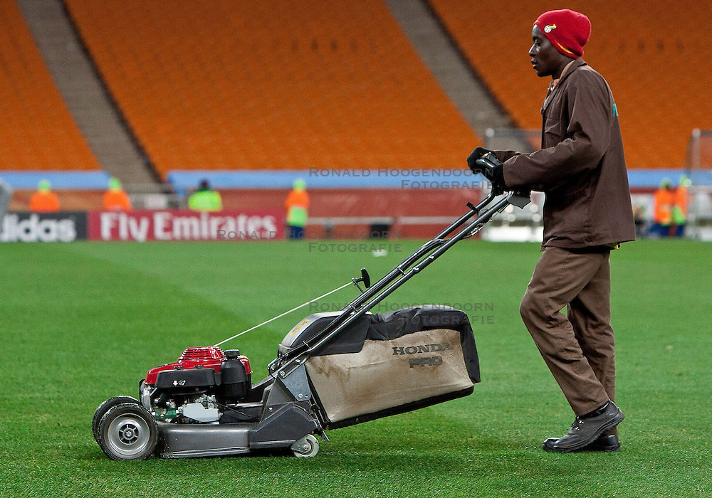27-06-2010 VOETBAL: FIFA WORLDCUP 2010 ARGENTINIE - MEXICO: JOHANNESBURG <br /> Grasscutter after the 2010 FIFA World Cup South Africa - item<br /> ©2010-FRH- NPH/ MVid Ponikvar (Netherlands only)