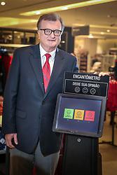 José Galló, presidente das Lojas Renner, junto ao Encantômetro, no Shopping Iguatemi, em Porto Alegre. FOTO: Jefferson Bernardes / Agência Preview
