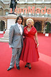 LAURENCE & JACKIE LLEWELLYN-BOWEN at the Royal Academy of Art Summer Exhibition Preview Party on 4th June 2008.<br /><br />NON EXCLUSIVE - WORLD RIGHTS
