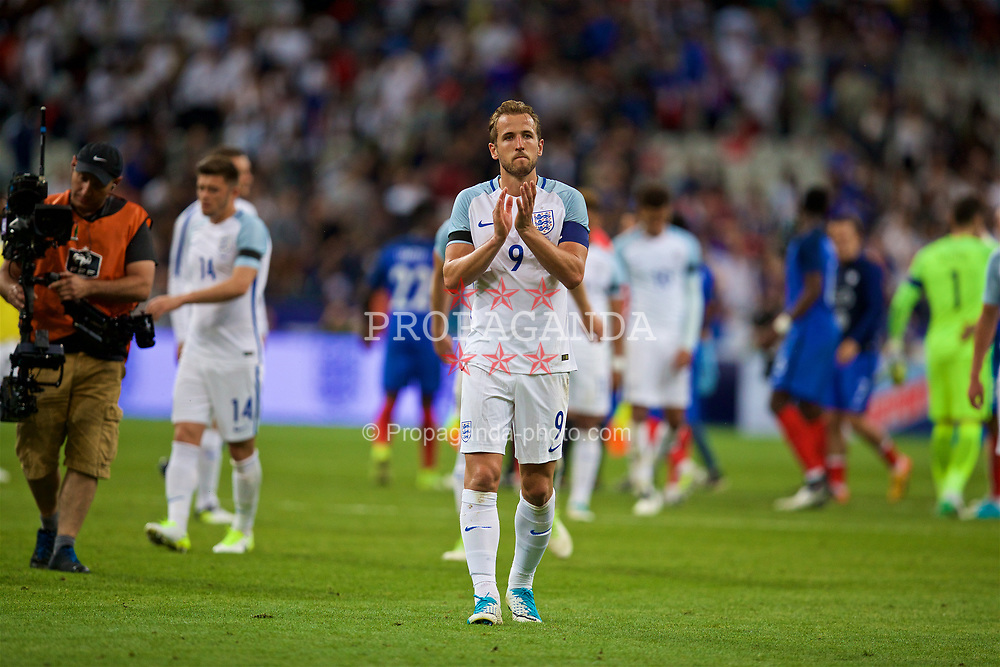 PARIS, FRANCE - Tuesday, June 13, 2017: England's captain Harry Kane looks dejected as his side lose 3-2 to France during an international friendly match at the Stade de France. (Pic by David Rawcliffe/Propaganda)
