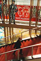 """20 OCT 1999, BERLIN/GERMANY:<br /> Walter Riester, SPD, Bundesarbeitsminister, auf dem Weg zur 46. Kabinettsitzung vor dem Schriftzug """"Trotz Alledem!"""" der an die SED und DDR Vergangenheit des ehemaligen Staatsratsgebäudes erinnert, Bundeskanzleramt<br /> IMAGE: 19991020-01/02-02"""