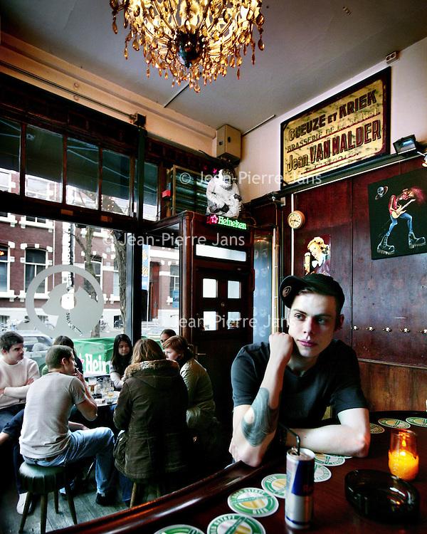 Nederland,Rotterdam ,27 januari 2008..Rick Bergsma in zijn kroeg, cafe de Witte Aap in de Witte de Witstraat.