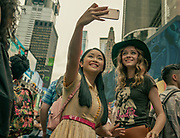 TO ALL THE BOYS: ALWAYS AND FOREVER (L-R): LANA CONDOR as LARA JEAN, MADELEINE ARTHUR as CHRISTINE. SARAH SHATZ/NETFLIX© 2021 To All the Boys I've Loved Before