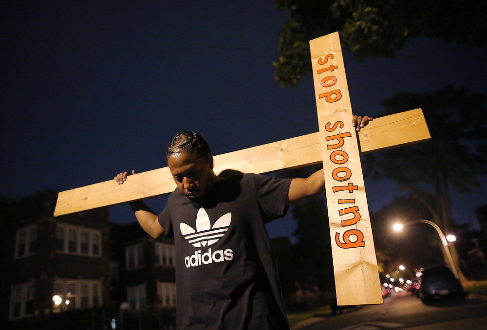 A protestor takes part in a weekly night-time peace march through the streets of a South Side neighborhood organized by Father Michael Pfleger in Chicago, Illinois, September 16, 2016.  REUTERS/Jim Young
