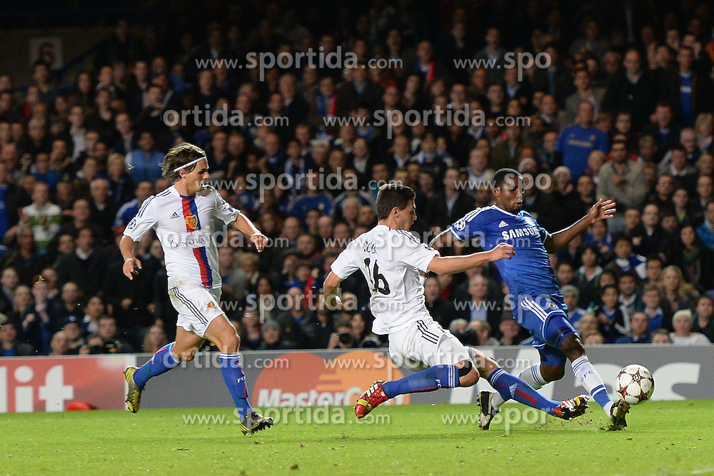 18.09.2013, Stamford Bridge, London, ENG, UEFA Champions League, FC Chelsea vs FC Basel, Gruppe E, im Bild Chelsea's Samuel Eto'o takes a shot at goal  during UEFA Champions League group E match between FC Chelsea and FC Basel at the Stamford Bridge, London, United Kingdom on 2013/09/18. EXPA Pictures © 2013, PhotoCredit: EXPA/ Mitchell Gunn <br /> <br /> ***** ATTENTION - OUT OF GBR *****