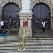 Workmen clean the steps of the recently restored exterior of the Teatro Municipal, The Municipal Theatre in the Centre of Rio de Janeiro.Rio de Janeiro,  Brazil. 3rd September 2010. Photo Tim Clayton.