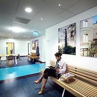 Nederland, Hoofddorp , 29 november 2013.<br /> 1 van de nieuwe wachtkamers op de verschillende afdelingen van het spaarneziekenhuis.<br /> Foto:Jean-Pierre Jans