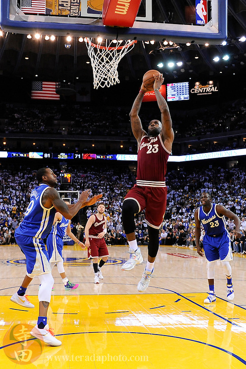December 25, 2015; Oakland, CA, USA; Cleveland Cavaliers forward LeBron James (23) dunks the basketball against Golden State Warriors forward Andre Iguodala (9) during the fourth quarter in a NBA basketball game on Christmas at Oracle Arena. The Warriors defeated the Cavaliers 89-83.