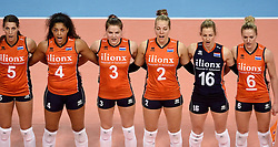 08-01-2016 TUR: European Olympic Qualification Tournament Nederland - Italie, Ankara<br /> De volleybaldames hebben op overtuigende wijze de finale van het olympisch kwalificatietoernooi in Ankara bereikt. Italië werd in de halve finales met 3-0 (25-23, 25-21, 25-19) aan de kant gezet / Robin de Kruijf #5, Celeste Plak #4, Yvon Belien #3, Femke Stoltenborg #2, Debby Stam-Pilon #16, Maret Balkestein-Grothues #6