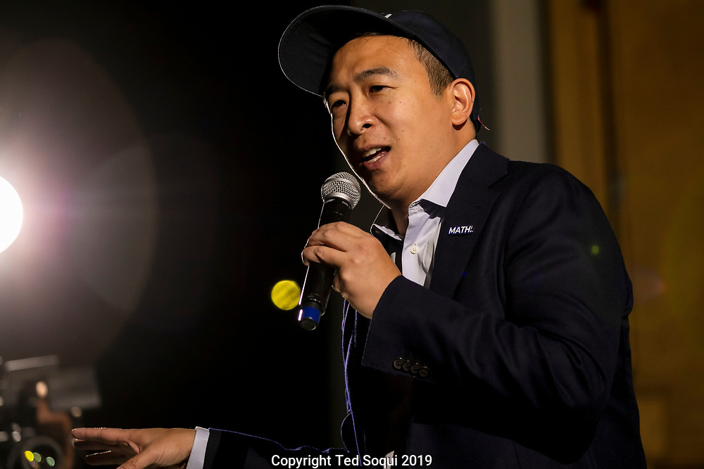 Several thousand Los Angeles residents attend a rally for democratic presidential candidate Andrew Yang.<br /> 9/30/2019 Los Angeles, California, USA.<br /> (Photo by Ted Soqui/Sipa USA)