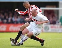 Photo: Daniel Hambury.<br />Brentford V Bristol City.<br />Coca Cola League One.<br />09/04/2005.<br />Brentford's Darren Pratley and Bristol City's Steve Brooker battle for the ball.