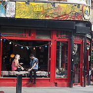 London. UK. brick lane street the new trendy area in spitalfields district / Brick lane, la rue a la mode du quartier de Spitalfield a l est de londres