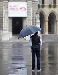 THEMENBILD - Wiener Rathausplatz mit Rathaus. Das Rathaus ist der Sitz des Bürgermeisters und Landeshauptmanns von Wien. Am Sonntag den 11. Oktober finden die Landtagswahlen und Gemeinderatswahlen statt. Aufgenommen am 07.10.2015 in Wien, Österreich // Cityhall of Vienna. The Cityhall of Vienna serves the seat of mayor and city council of vienna. Austria on 2015/10/07. EXPA Pictures © 2015, PhotoCredit: EXPA/ Michael Gruber