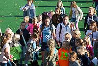 BLOEMENDAAL-Hockey-  Naomi van As en Kim Lammers van Laren omringd door fans na de hoofdklasse competitiewedstrijd tussen de vrouwen van Bloemendaal en Laren (1-5). COPYRIGHT KOEN SUYK