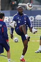 FOOTBALL - MISCS - WORLD CUP 2010 - TIGNES (FRANCE) - FRANCE TEAM TRAINING - 20/05/2010 - PHOTO ERIC BRETAGNON / DPPI - WILLIAM GALLAS