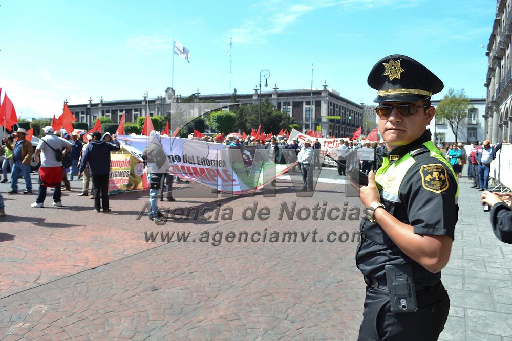 Toluca, México (Febrero 13, 2018).-  Integrantes del Moviento Antorchista se manifestaron en las calles de Toluca exigiendo al gobierno del Estado de México se cumplan los acuerdos pactados.  Agencia MVT / Especial