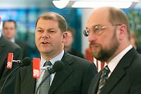 12 JAN 2004, BERLIN/GERMANY:<br /> Olaf Scholz (L), SPD Generalsekretaer, und Martin Schulz (R), SPD Spitzenkandidat, eroeffnen den Europa Wahlkampf mit einer Pressekonferenz und einer Besichtigung der SPD Europa Kampa, Wahlkampfzentrale fuer die Wahl des Europaeischen Parlamentes im Willy-Brandt-Haus<br /> IMAGE: 20040112-02-020<br /> KEYWORDS: Eröffnung, Eroeffnung