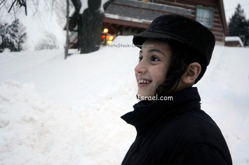 Orthodox Jewish community, Lev Tahor (Pure Heart), Sainte Agathe des Monts, Quebec, Canada. Children play in the snow