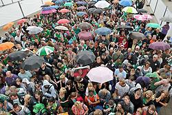 08.08.2010, Bremen Arena, Bremen, GER, Tag der Fans  Werder Bremen 1. FBL 2010  im Bild Fans standen schlange   EXPA Pictures © 2010, PhotoCredit: EXPA/ nph/  Kokenge+++++ ATTENTION - OUT OF GER +++++ / SPORTIDA PHOTO AGENCY