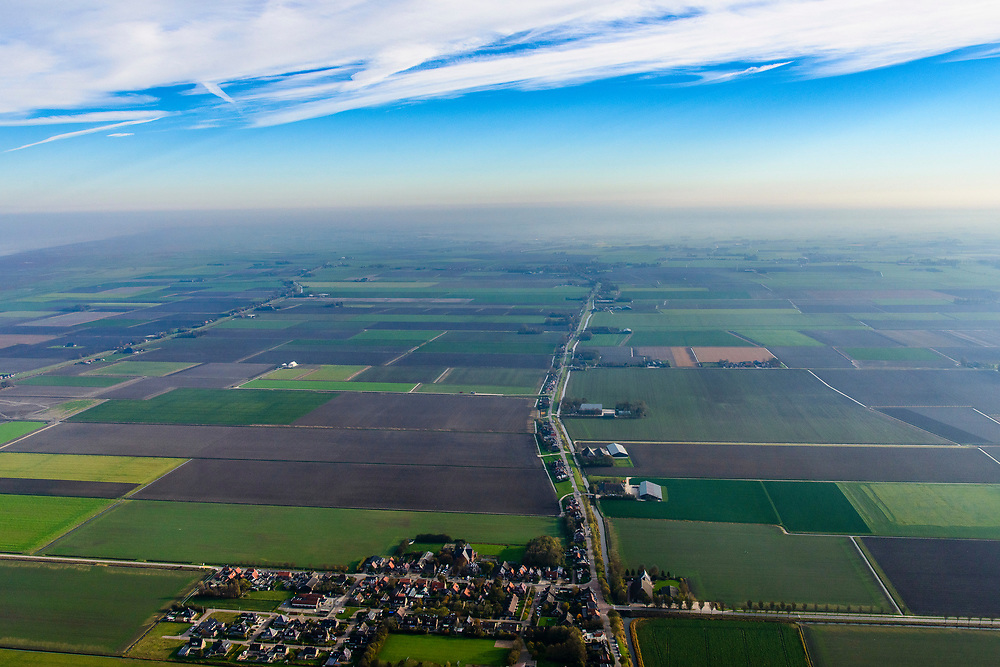 Nederland, Friesland, Het Bildt, gemeente Waadhoeke, 04-11-2018; Nij Alltoenae, ten noorden van Sint Annaparochie, Oudebiltdijk.<br /> Het Bildt.<br /> luchtfoto (toeslag op standaard tarieven);<br /> aerial photo (additional fee required);<br /> copyright © foto/photo Siebe Swart