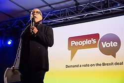 London, UK. 15th January, 2019. Tony Robinson, actor, comedian, author, presenter and political activist, addresses pro-EU activists attending a People's Vote rally in Parliament Square as MPs vote in the House of Commons on Prime Minister Theresa May's proposed final Brexit withdrawal agreement.