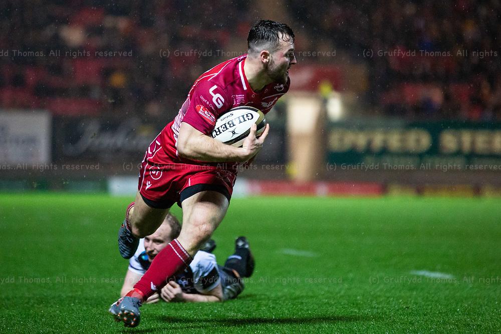 26.12.19 - Scarlets v Ospreys - Guinness PRO14 - Ryan Conbeer of Scarlets goes over for a try.