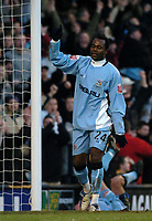 Fotball<br /> FA Cup England 2004/2005<br /> 3. runde<br /> 08.01.2005<br /> Foto: SBI/Digitalsport<br /> NORWAY ONLY<br /> <br /> Coventry City v Crewe Alexandra<br /> <br /> Coventry's Stern John celebrates his goal, scored on the stroke of half time.
