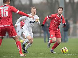 Nicolas Mortensen (FC Helsingør) følges af Nicklas Halse (FC Roskilde) under træningskampen mellem FC Roskilde og FC Helsingør den 15. februar 2020 i Roskilde Idrætspark (Foto: Claus Birch).