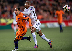 10-10-2016 NED: WK kwalificatie Nederland - Frankrijk, Amsterdam<br /> Nederland verliest met 1-0 van Frankrijk / Memphis Depay #21, Djibril Sidibe #2