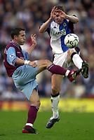 Fotball. Premier League. 03.11.2002.<br /> Blackburn v Aston Villa.<br /> Øyvind Leonhardsen, Villa. <br /> Nils-Eric Johansson, Blackburn.<br /> Foto: Richard Lane, Digitalsport