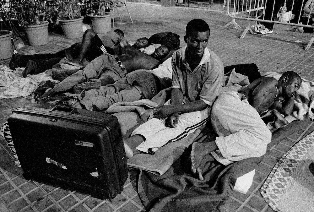 The local police moved the Sub-Saharan Africans out of the Plaza de Cataluña for the poor image it was giving to international tourism. The Africans therefore began a new exodus through the street and squares of Barcelona, Spain.