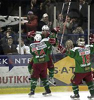 Ishockey<br /> GET-Ligaen<br /> 14.02.08<br /> Askerhallen<br /> Frisk Asker Tigers - Vålerenga VIF<br /> Joachim Flaten jubler for sin 3-0 scoring med Cam Abbott<br /> Foto - Kasper Wikestad